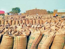किसानो ने कहा बिना तौले ही गेहूं खरीद रहे खरीद केन्द्र