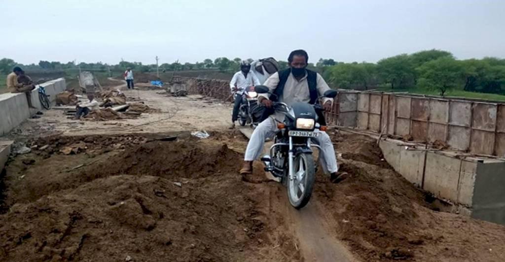 हमीरपुर में 2.90 करोड़ की लागत से बना पुल ग्रामीणों के लिये खुला