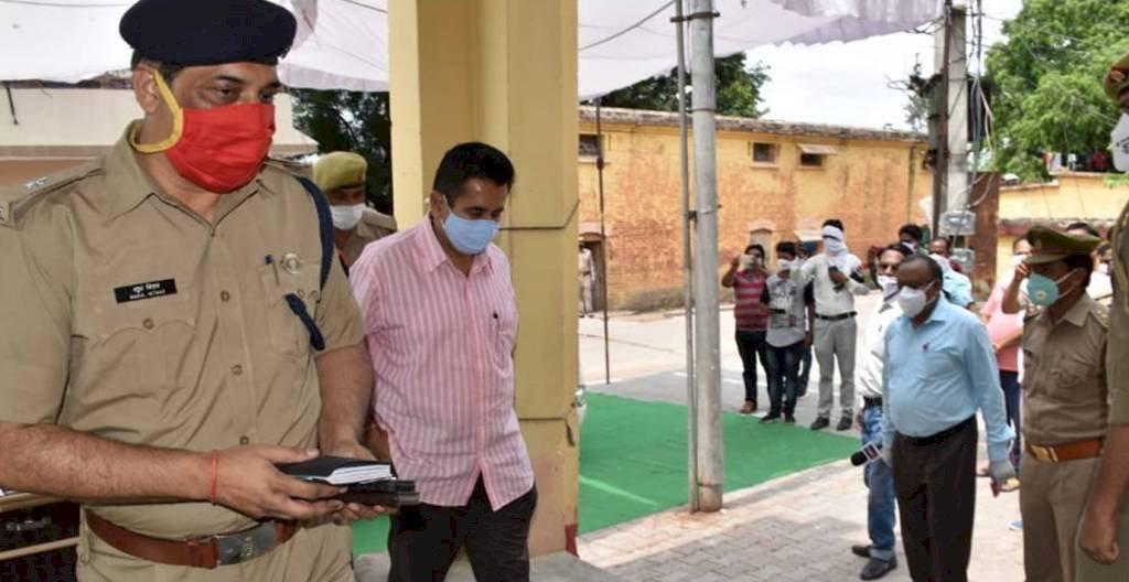 अपर पुलिस महानिदेशक नोडल ऑफ़िसर पहुंचे मऊरानीपुर कोतवाली 11 बिंदुओं पर की समीक्षा