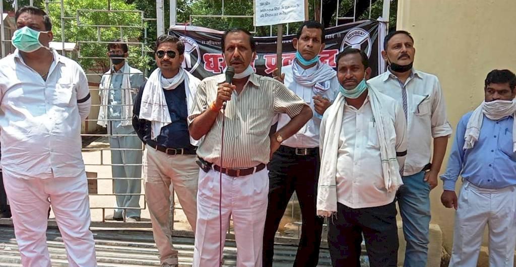 हमलावर न पकड़े गए तो समूचे बुन्देलखण्ड में 7 अगस्त को वकील करेगें हड़ताल