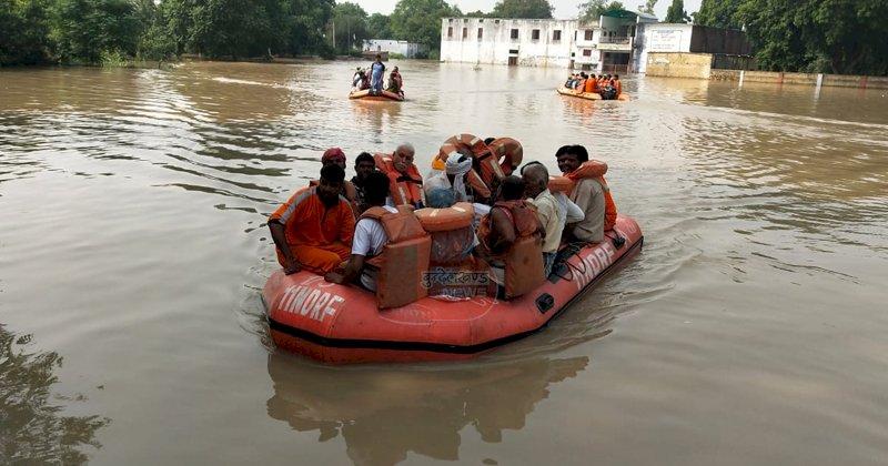 उत्तर प्रदेश  के 16 जनपदों में 300 गांव बाढ़ से जलमग्न