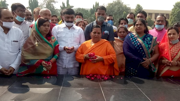 अमीर लोग लूट रहे है बुन्देलखण्ड की सम्पदायें : उमा भारती