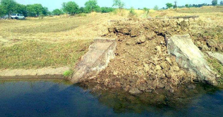 छतरपुर : नहर की माइनर में पूर्व सरपंच ने भर दी मिट्टी, सैकड़ों किसान सिंचाई से वंचित