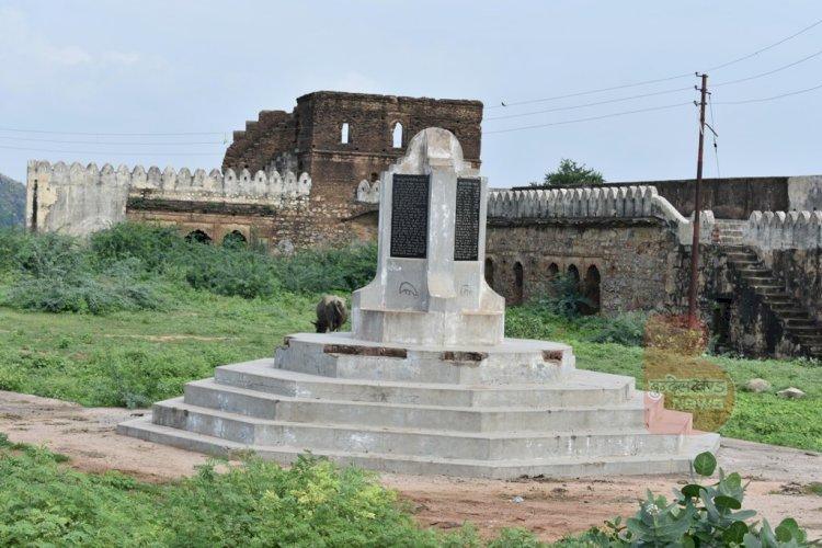bhuragarh fort banda   भूरागढ़ किला बाँदा   बाँदा केन नदी के किनारे भूरागढ़ किला