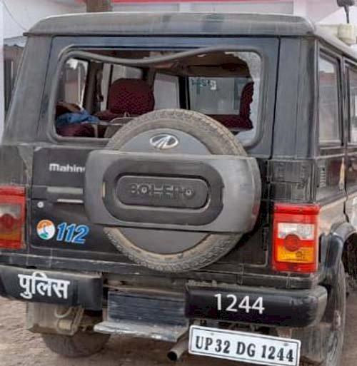 हमीरपुर : झगड़े की सूचना पर गांव पहुंची यूपी-112 गाड़ी को पथराव कर किया क्षतिग्रस्त