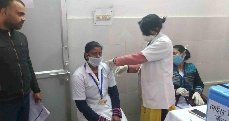 हमीरपुरः कोविड-19 वैक्सीनेशन को लेकर आधा दर्जन स्वास्थ्य केन्द्रों में चला ड्राई रन