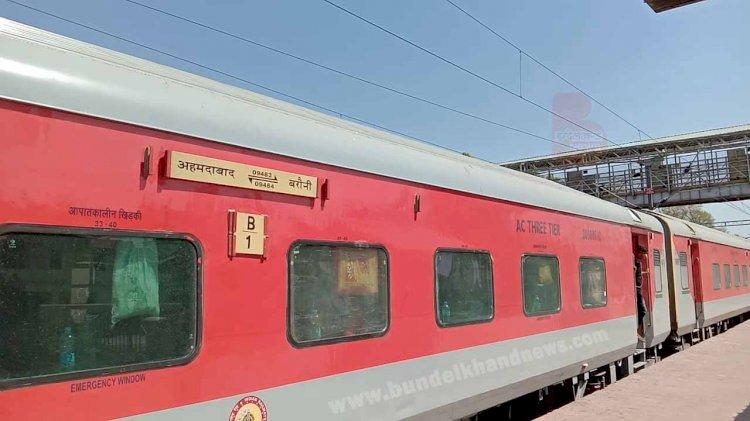 महोबा रेलवे स्टेशन पर ,24 बच्चे किये गए ट्रेन से बरामद चिल्ड्रेन ट्रैफकिंग की आशंका
