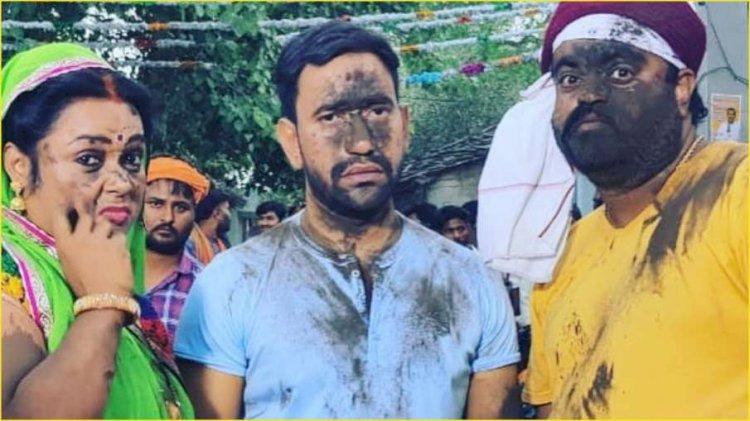 भोजपुरी सुपरस्टार निरहुआ का फिल्म सेट पर मुंह हो गया काला, कहा- प्रयोग तो फेल भईल बा…