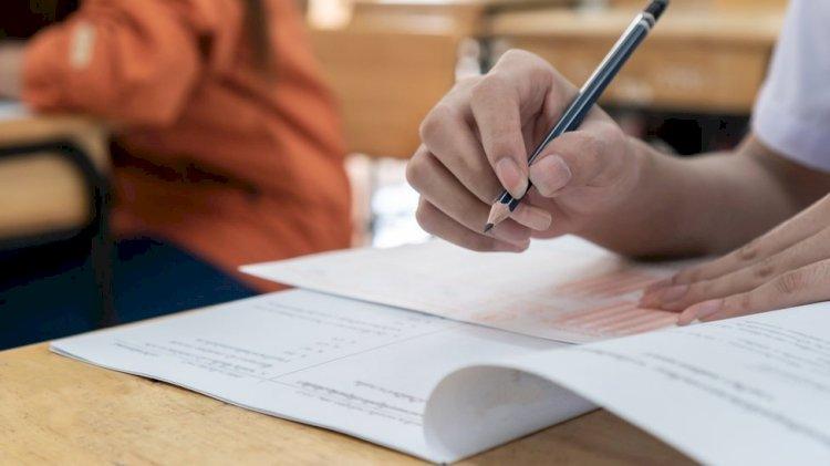 CBSE Board Exams : सीबीएसई की 10 वी परीक्षाएं हुई रद्द और 12 बोर्ड परीक्षाएं स्थगित