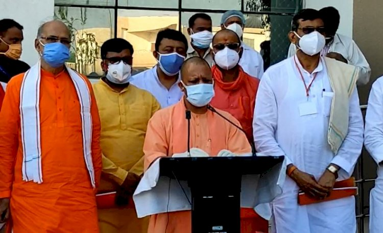 मुख्यमंत्री योगी आदित्यनाथ पहुंचे बाँदा, मेडिकल कॉलेज व कोविड कंट्रोल रूम का किया निरीक्षण
