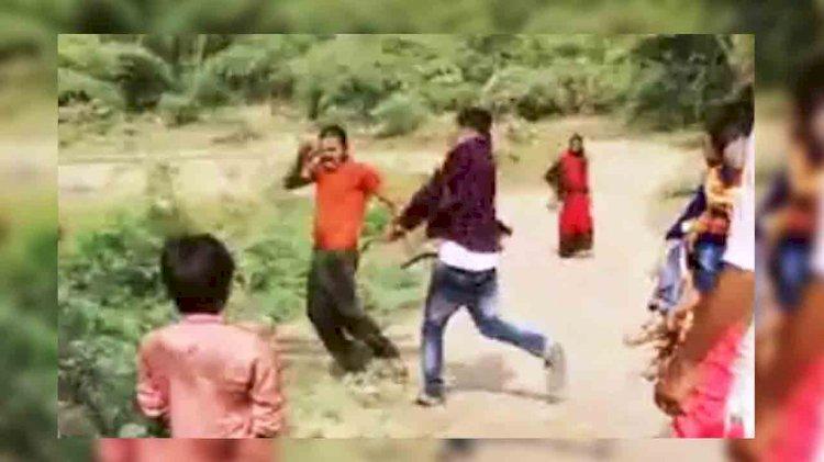 सपा नेता के बेटे की गुंडई, युवक को सरेराह पीट-पीट कर उधेड़ी चमड़ी