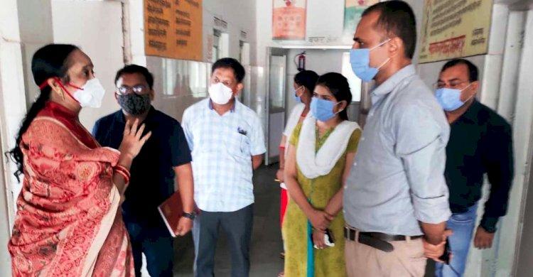 चित्रकूट : अस्पताल में भोजन व्यवस्था न होने पर खफा हुई महिला आयोग की सदस्य