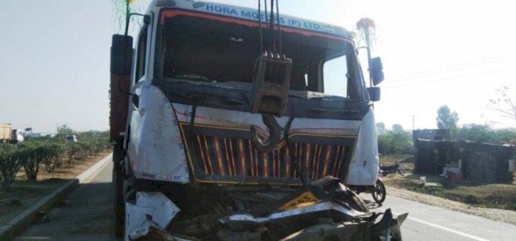हमीरपुर : ट्रक की टक्कर से रिटायर्ड दरोगा समेत दो युवकों की मौत