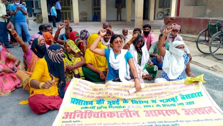 बाँदा : दस दिन से अनशन में बैठे ग्रामीणों को नहीं मिला न्याय, उग्र आंदोलन की चेतावनी