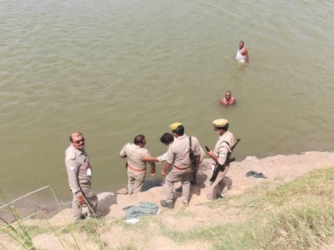 ननिहाल आए किशोर का शव बीस घंटे बाद यमुना नदी में मिला