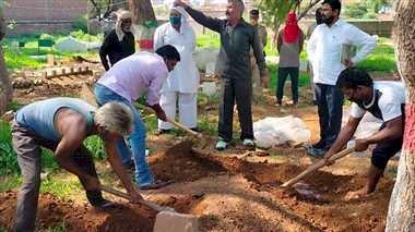 लव जेहाद की शिकार नीलम का शव क्रब से निकाल छतरपुर में अंतिम संस्कार