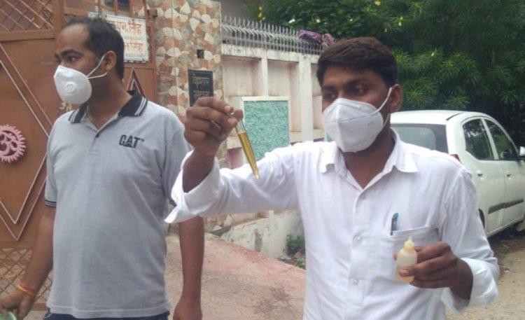 जरैली कोठी मोहल्ले में स्वास्थ्य टीम ने घरों में तलाशे डायरिया मरीज