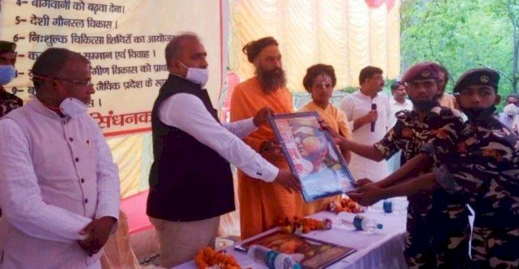 बीएसएफ के महानिरीक्षक राजा बाबू सिंह के नेतृत्व में 108 मंदिरों में पौधरोपण
