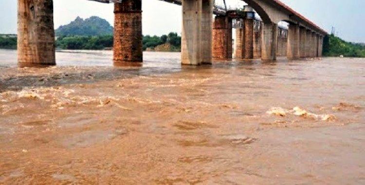 बाँदा : बारिश ने पिछले वर्ष का रिकॉर्ड तोड़ा, अब तक 545 मिमी. वर्षा हुई, नदियों का जलस्तर बढ़ा