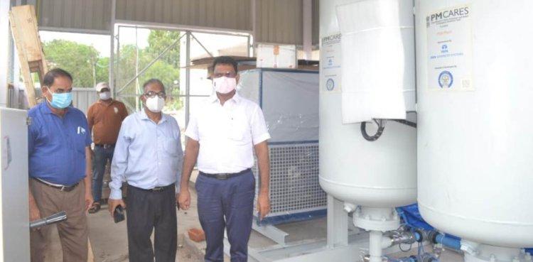 बाँदा : संयुक्त मण्डलीय चिकित्सालय में ऑक्सीजन प्लाण्ट का डीएम ने किया निरीक्षण