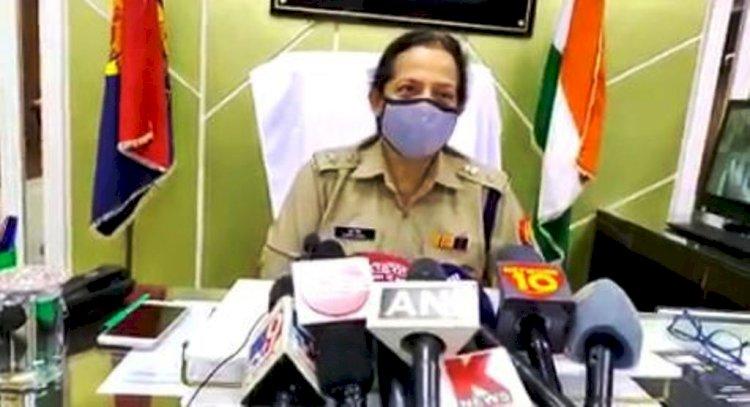 महोबा : चोरी के उद्देश्य से घर मे घुसे बदमाशों ने की फायरिंग, रिटायर्ड वनकर्मी की पत्नी सहित दो घायल