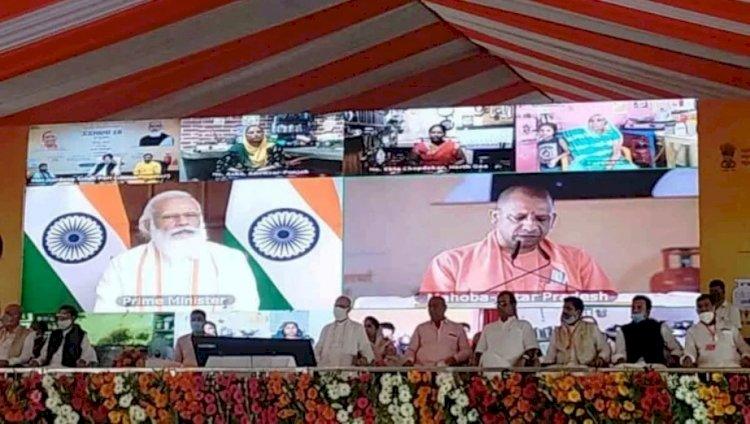 प्रधानमंत्री नरेंद्र मोदी ने उज्ज्वला 2.0 का वीरभूमि महोबा से वर्चुअल शुभारंभ किया
