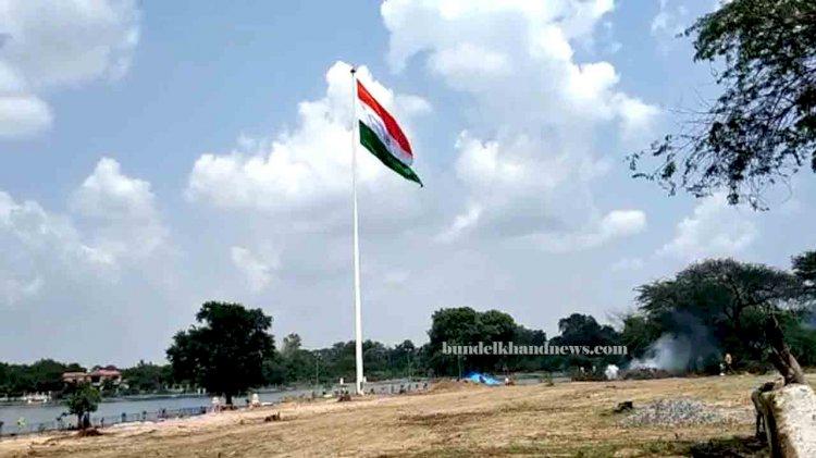indian flag at nawab tank banda, banda news