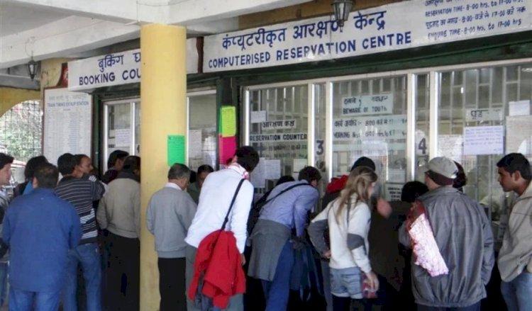 रेलवे स्टेशनों में प्लेटफार्म टिकटों की बिक्री शुरू, बांदा व झांसी में 30 रुपये का टिकट