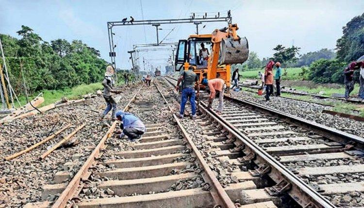 महोबा से झांसी तक किसी भी रेलवे स्टेशन तक दोहरीकरण का काम पूरा नहीं