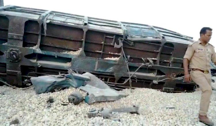 डीएफसी रेलवे ट्रैक पर मालगाड़ी हुई डिरेल..
