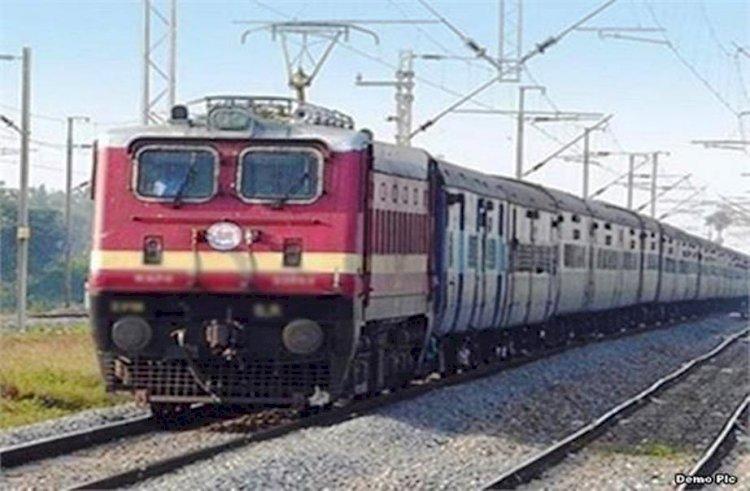 दीपावली और छठ पर्व पर उत्तर प्रदेश में चलेंगी पूजा स्पेशल ट्रेनें, यात्रियों को मिलेगी राहत
