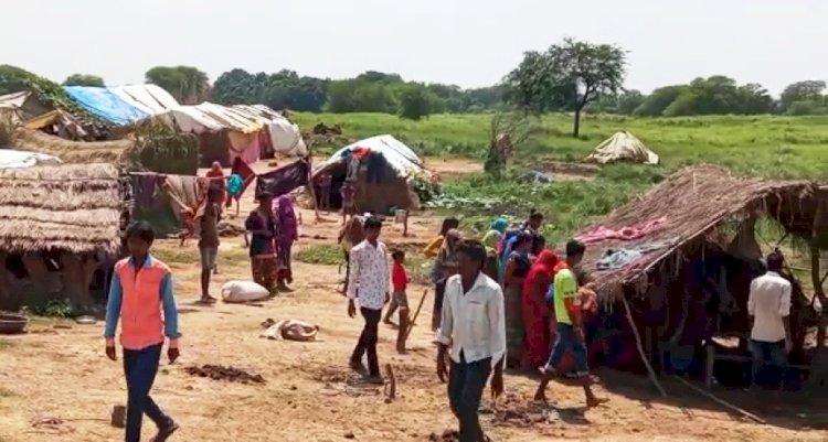 बाँदा  : 50 घरों के ढाई सौ लोग हुए घर से बेघर