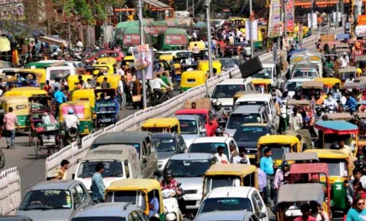 उत्तर प्रदेश राजधानी लखनऊ में प्रदूषण फैलाने वाले 42 वाहनों का हुआ चालान