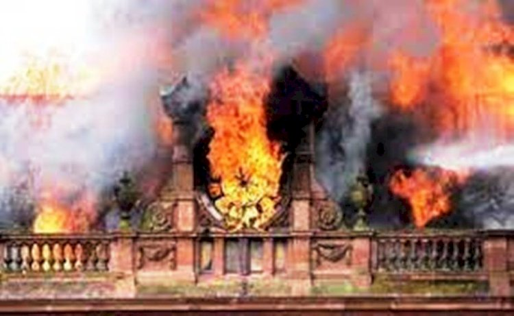 दमोह : घंटाघर के समीप स्थित दुकानों में लगी भीषण आग